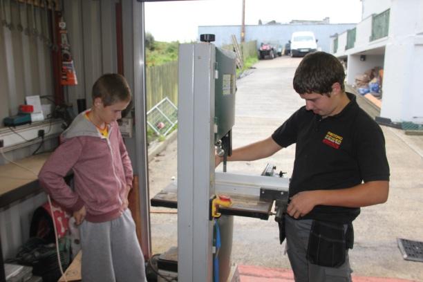 Rónán und Conor bei der Arbeit